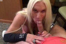 Nude muscle woman Ashlee Chambers gives a sloppy POV blowjob
