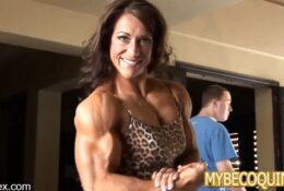 Sarah Hayes flexes her big muscles seductively