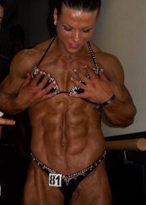 oana hreapca show us her muscle body