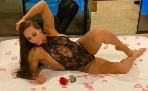 hot bodybuilding woman nasty on cam [free register if she's offline for the moment]