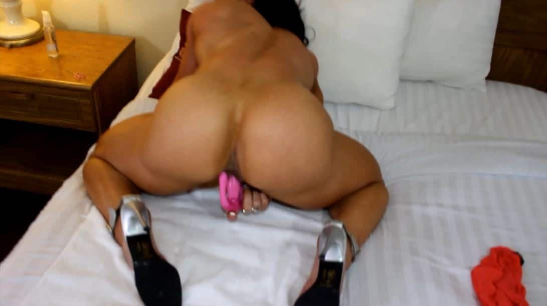 BRANDI MAE full nude big clit strong muscled ass