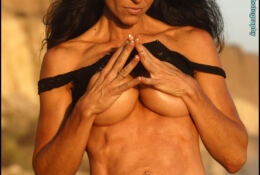 Tara Caden – Fit Ripped Abs Topless