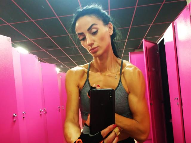 Muscle VIKI cam girl