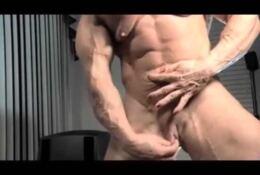 mega big clit masturbation – woman with muscle –