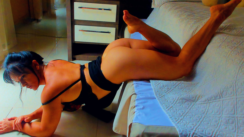 muscle woman on cam