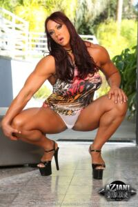 Muscular and Nude woman Fat clit AMBER DELUCA