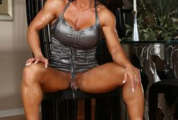 Rhonda Lee muscular naked and big clitoris