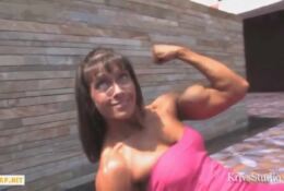 FBB female muscle shows us her muscle