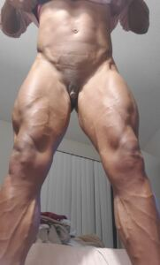 Ripped Reiley mega muscle nude girl