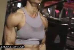 FEMALE MUSCLE WORSHIP AND POSING