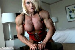 Sexy Lisa cross 2 clips of her muscular body