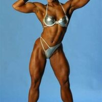 Jolie ebony Noire female body building